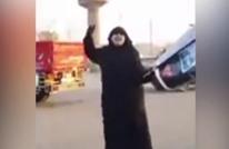 والدة معتقل مصري مهدد بالعمى: سيبوني أديلو عيوني (شاهد)