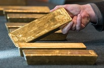 خفض الفائدة يصعد بالذهب.. والنفط يتخلى عن مكاسبه