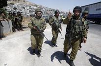 إصابة جندي إسرائيلي بعبوة ناسفة واعتقال 13 فلسطينيا