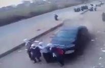 مشهد مروع.. سيارة مسرعة تقتل وتصيب 10 طالبات (فيديو)