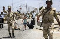 """هكذا أصبحت أمتعة الفلسطينيين """"غنائم"""" لحواجز الجيش المصري"""