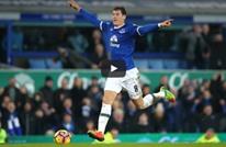 لاعب إيفرتون يخطف الأنظار بحركة لحظة إحرازه الهدف (فيديو)