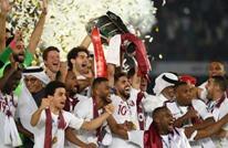 منتخب قطر يتسلم كأس بطل آسيا من رئيس الفيفا (شاهد)