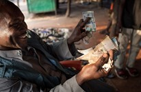 لماذا خفض بنك السودان المركزي قيمة الجنيه 582 بالمئة؟