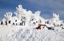 موجة دفء مفاجئة تفسد مهرجانا لآلاف منحوتات الجليد بالصين