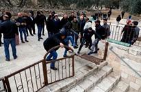 إعادة كسر البوابة التي يغلق بها الاحتلال باب الرحمة بالأقصى