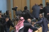 عراك بالأيدي وزجاجات الماء داخل البرلمان الأردني (شاهد)
