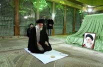 في ذكرى عودة الخميني لإيران.. خامنئي يزور هذه القبور (شاهد)