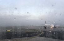 أنباء عن حجز 8 طائرات بمطار لندن خشية وجود مصابين بكورونا