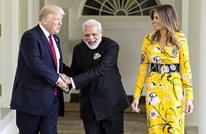 ترامب يغرد بالهندية ويتلقى هدية غريبة.. ويبرم صفقات ضخمة