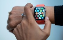"""مبيعات ساعة """"أبل"""" تفوق مبيعات الساعات السويسرية مجتمعة"""