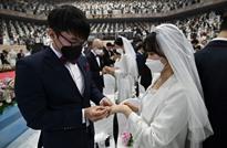 زواج جماعي في كوريا يتحدى فيروس كورونا المستجد