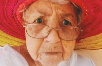 """امرأتان تتنكران بزي """"الشيخوخة"""" لأخذ لقاح كورونا (شاهد)"""