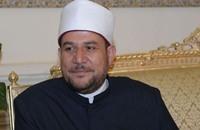 جمعة يحاضر بالإمارات ضد التطرف ويحاصر المساجد بمصر