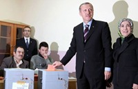 غل وأردوغان يدليان بصوتيهما في الانتخابات المحلية
