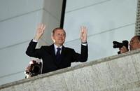 """أردوغان يحتفل بالنصر مع مؤيديه ويرفع """"شارة رابعة"""""""