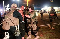 وفاة أمريكي أسود متأثرا بجراحٍ أصيب بها لحظة اعتقاله