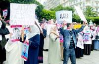 أمهات جزائريات.. في عيدهن ينتظرن عودة أبنائهن المفقودين