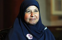 ماذا قالت زوجة البلتاجي برسالة لابنها المعتقل بعد سفرها؟