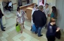 سرقة طفلة من المستشفى داخل حقيبة (فيديو)