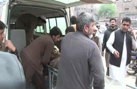 انفجار قنبلة في حافلة في بيشاور يسفر عن 17 قتيلا