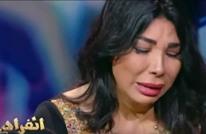 فنانة مصرية تبكي وتسقط على الهواء.. اتهمت بالدعارة (فيديو)