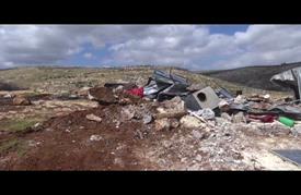 الاحتلال يهدم منشآت فلسطينية وسط الضفة الغربية
