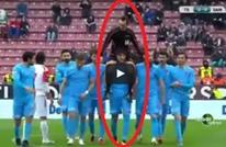 لاعب تركي يعتذر للحكم الذي طرده بطريقة رائعة (فيديو)