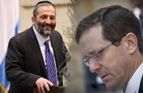 الفساد المالي يجر وزير داخلية إسرائيل وزعيم المعارضة للتحقيق