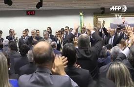 الرئيسة البرازيلية تسابق الزمن لتجنب إقالتها
