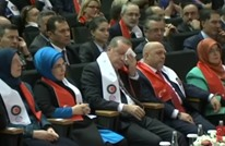 كيف أبكت سيدة عاملة الرئيس التركي أردوغان؟ (فيديو مترجم)