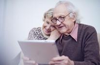 محاولات لتقليص الفجوة بين الأجهزة الإلكترونية وكبار السن