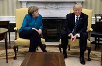 ترامب يتجاهل طلبات مصافحة ميركل خلال جلوسهما معا (شاهد)
