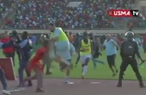 فريق جزائري يعيش الرعب بملعب كرة القدم ببوركينافاسو (فيديو)