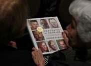 كتاب رسومات للرئيس السابق بوش الابن يتصدر المبيعات بأمريكا