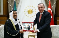 """أردوغان يُقلد أمير الكويت """"وسام الدولة التركية"""""""