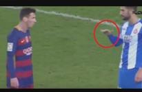 دردشات جنونية وغريبة بين اللاعبين في الملعب (فيديو)