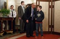 مقلّدا أوباما.. ترامب يفاجئ أطفالا يزورون البيت الأبيض (شاهد)