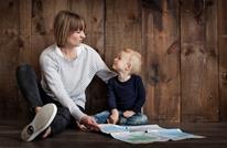هكذا يؤثر استخدام الوالدين للهاتف على الأبناء