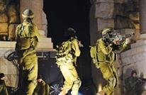 الاحتلال يشن حملة اعتقالات ومداهمات بالضفة والقدس