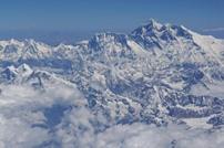 """""""كورونا"""" يصل قمة إيفيرست ويضرب سياحة نيبال"""