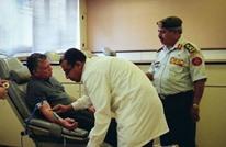 ملك الأردن يتجنب مصافحة الوزراء.. يخضع لفحص كورونا (شاهد)