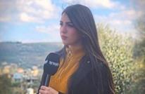خلال حديثها عن كورونا.. سقوط مذيعة لبنانية على الهواء (فيديو)