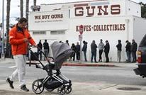 بسبب كورونا.. طوابير طويلة أمام متاجر الأسلحة بأمريكا