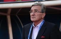 مدرب منتخب عمان يُخفض راتبه الشهري بسبب كورونا