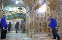 """إيرانيان """"لعقا"""" مرقدا مقدسا لتحدي كورونا يواجهان الجلد"""