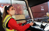 سيدة تقتحم أعمال الرجال.. تقود شاحنة ثقيلة بميناء تركي