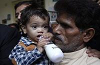 إسقاط تهمة الشروع بالقتل عن رضيع باكستاني