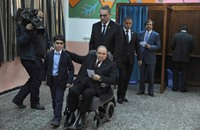 """بوتفليقة يعين رئيسا جديدا """"للدستوري"""" ويسافر للعلاج (شاهد)"""