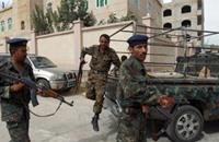 قوات الحكومة اليمنية تستعيد مبنى حكوميا من القاعدة بعدن